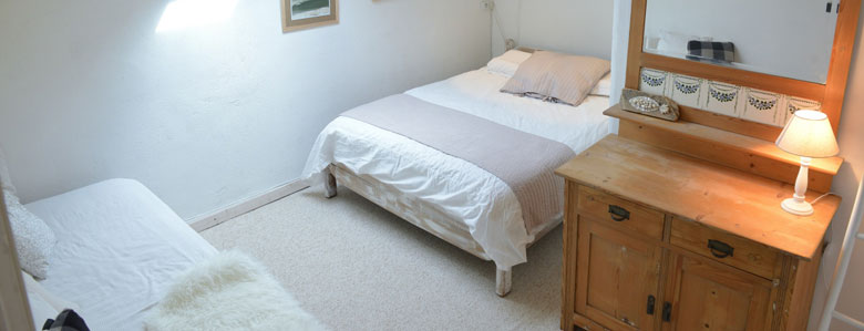 double bed room with a cupboard